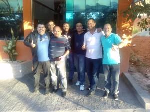 O presidente J,oaquim de Oliveira, e o vice-presidente, Álvaro da Costa, ao lado de outros sindicalistas